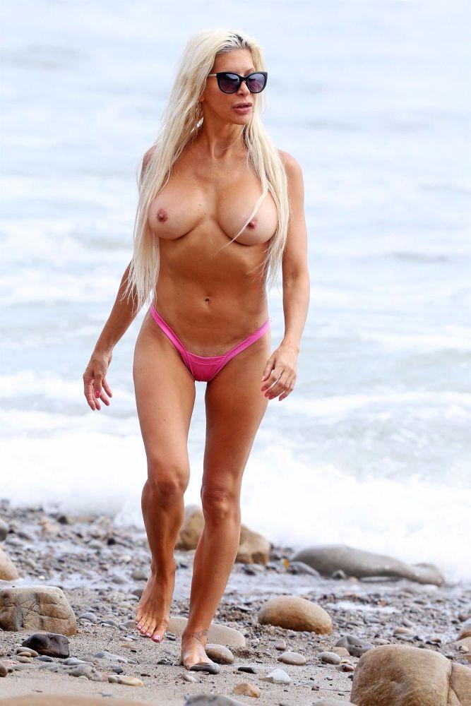 angelique-morgan-topless-cameltoe..