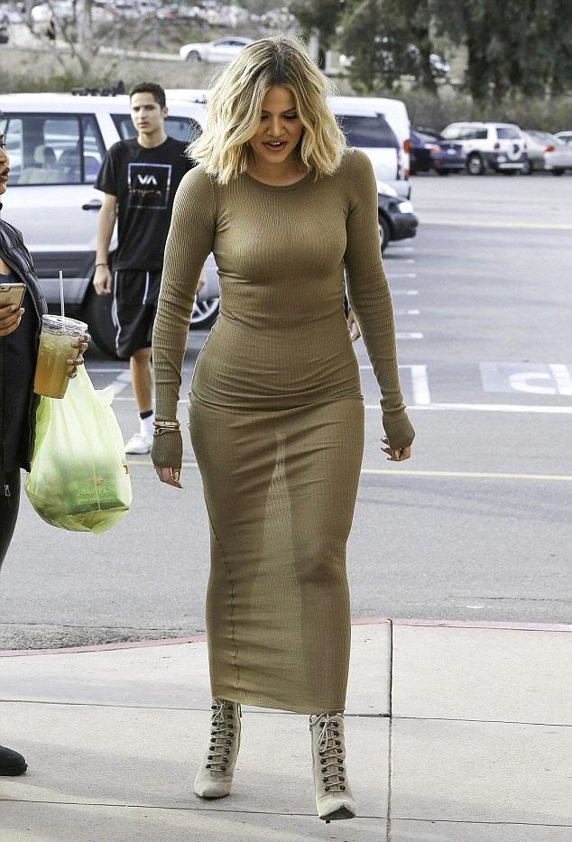 Khloe Kardashian Suffers A..