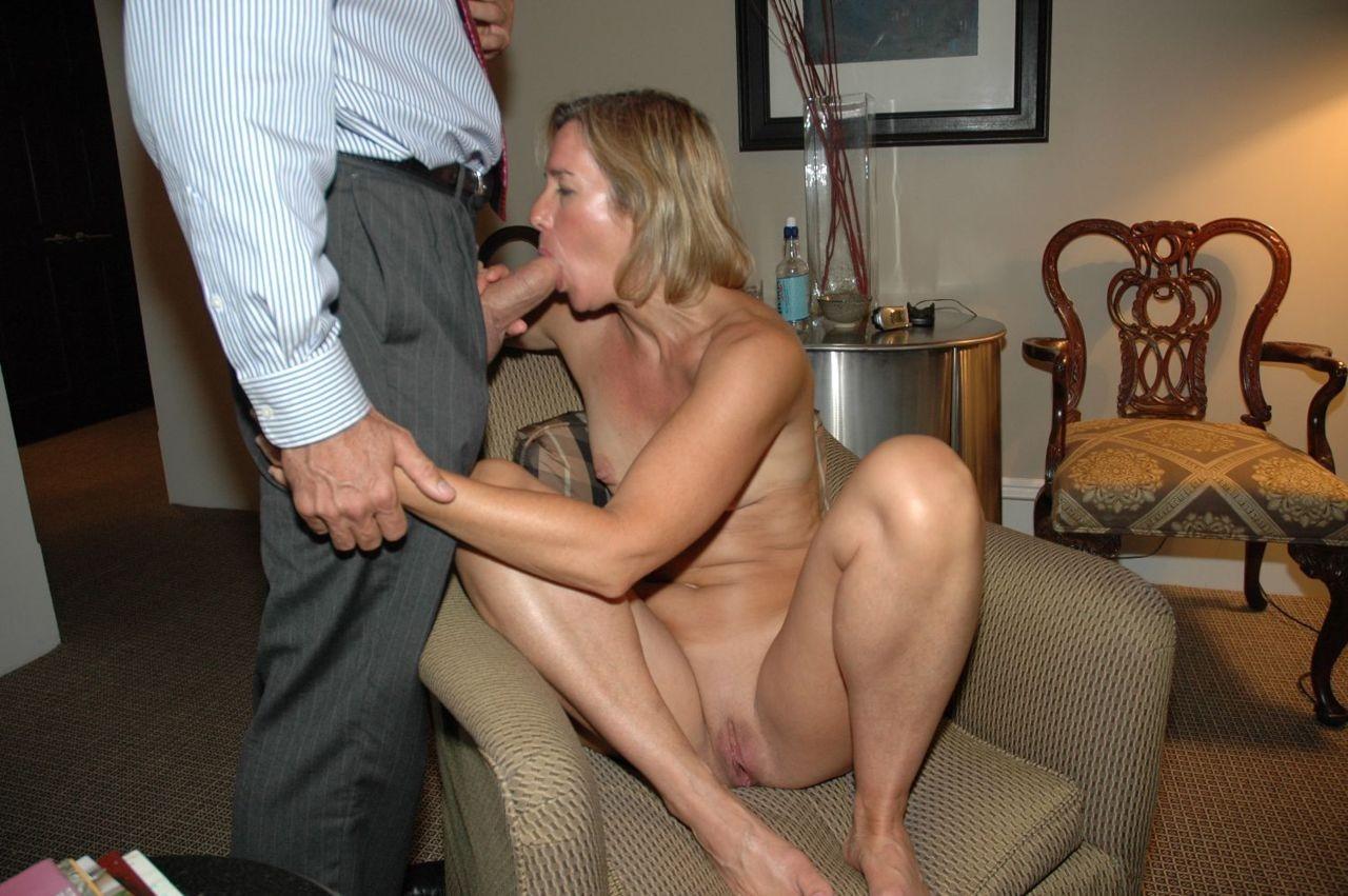 Wife Sex Kinky British Busty Milf Sonia Having Sex With A Fucking Machine Porn Pic Xxx