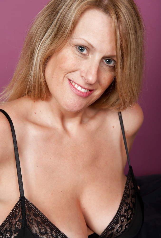 Sexy Busty Mature Milf Jo,..