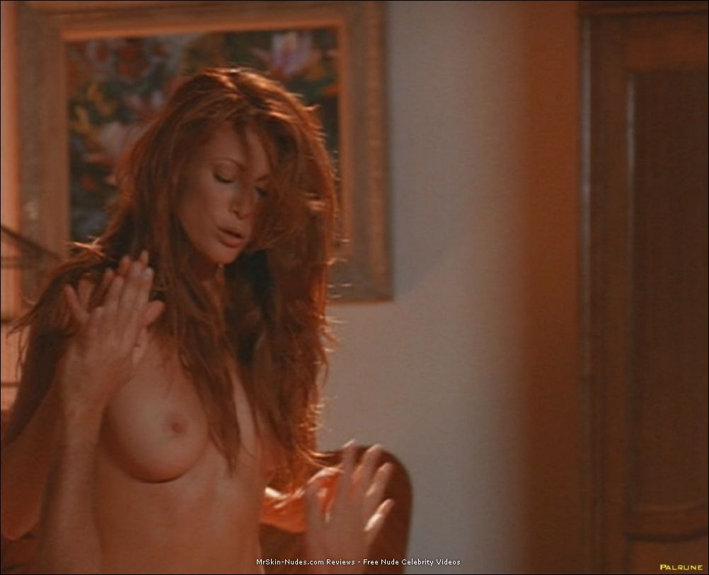 Angie Everhart nude,