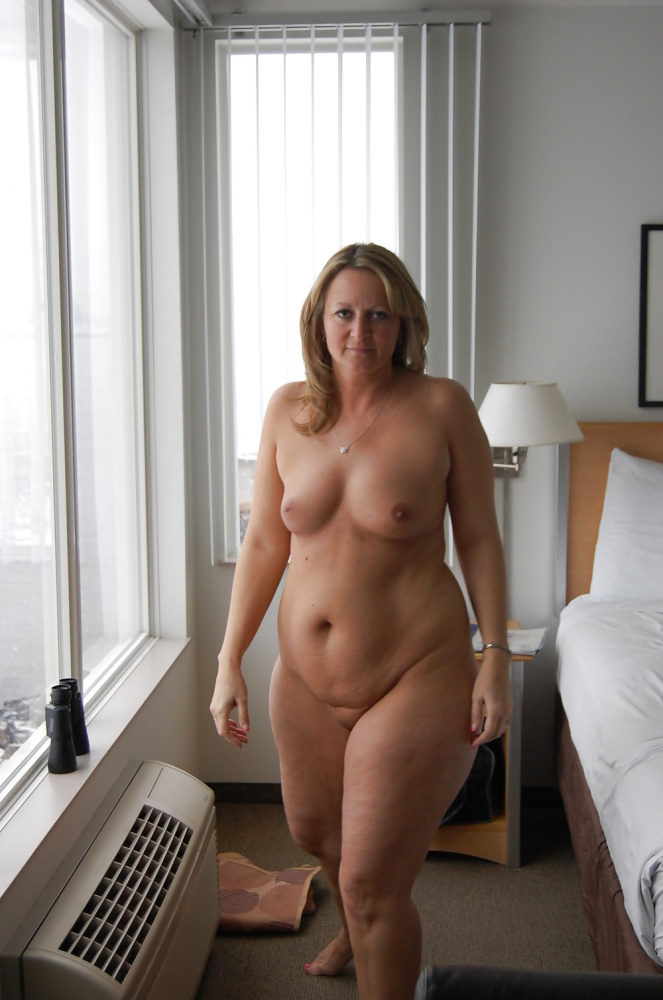 Sexy Curvy Mature Milf Roxy 2..