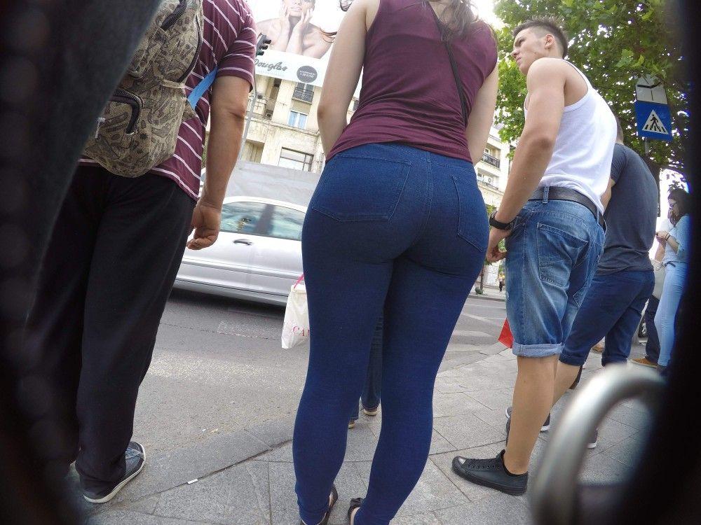 Bigbooty - Street girl - Candid..
