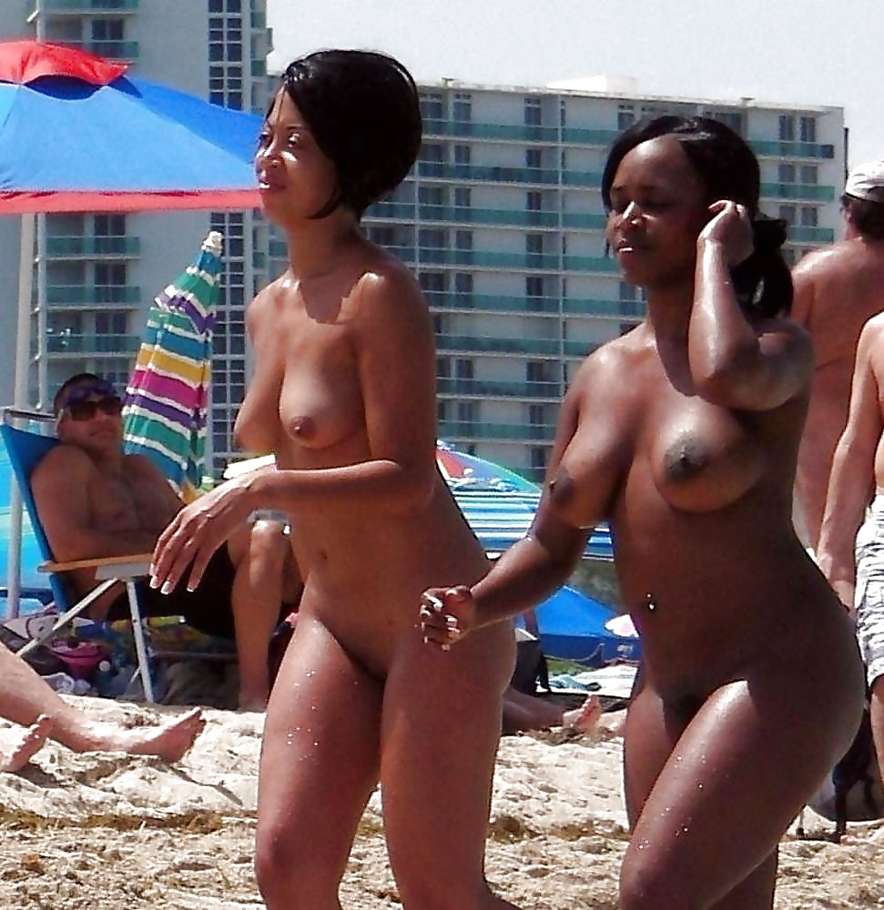 Topless Nude Beach Babes - pics -..