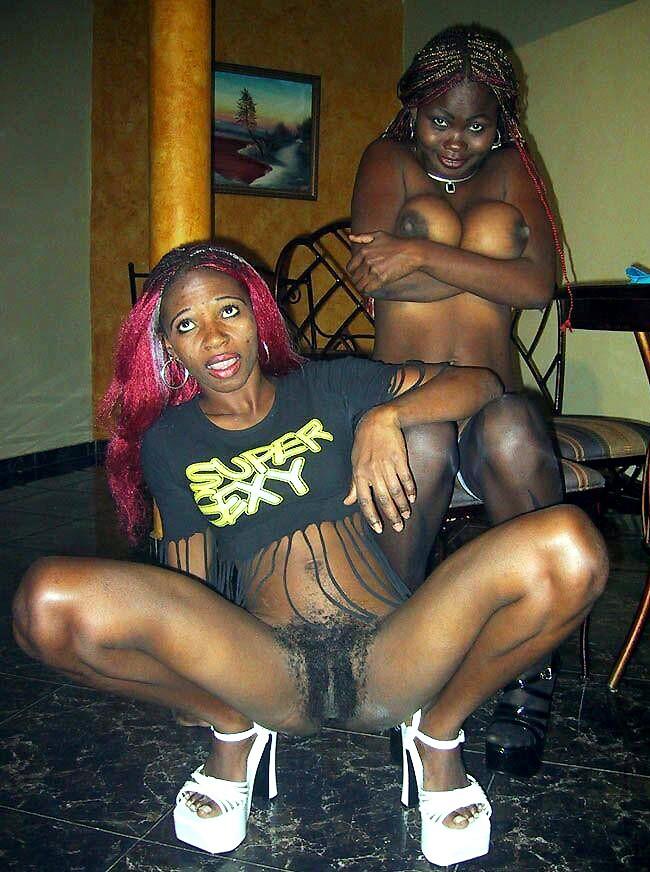 Busty ebony amateur girl doesn't..