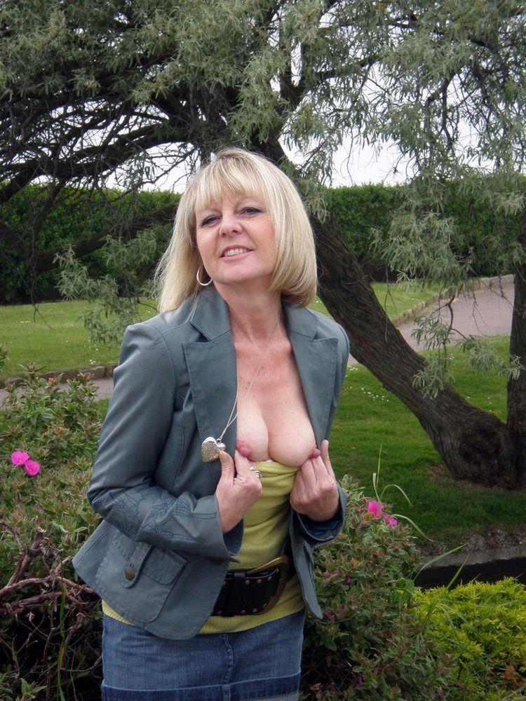 Blonde mature housewife posing..